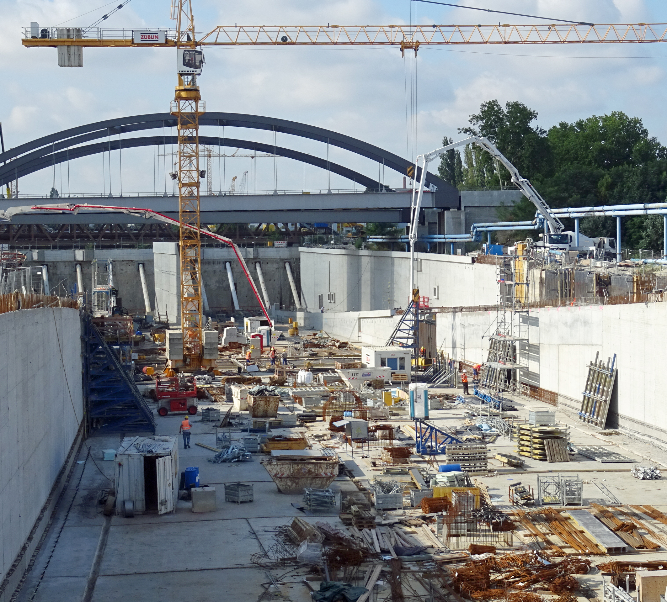 Der Bau der A100 schreitet voran: 2,3 km in Troglage sollen bis Ende des Jahres fertig gestellt sein. (Foto: CEMEX Deutschland AG / Hannah Fischer)
