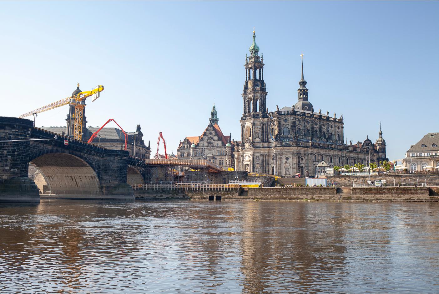 Rund 4.000 m³ Transportbeton lieferte CEMEX Deutschland, davon 500 m³ farbiger Beton. (Foto: CEMEX Deutschland AG / Sebastian Lechler)